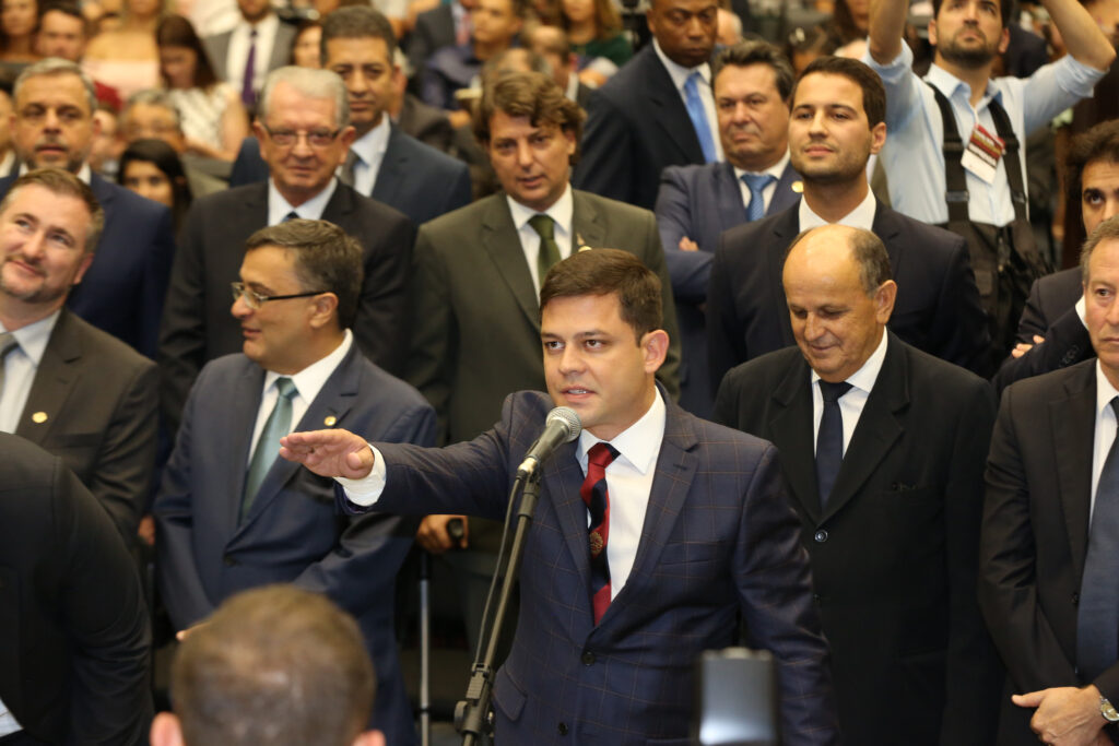 Tião Medeiros toma posse como deputado para segundo mandato