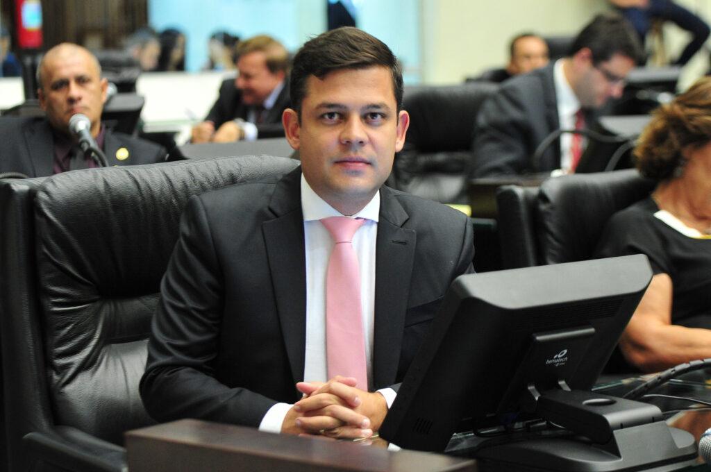 Tião Medeiros continua como Presidente da Comissão de Obras Públicas e Transportes