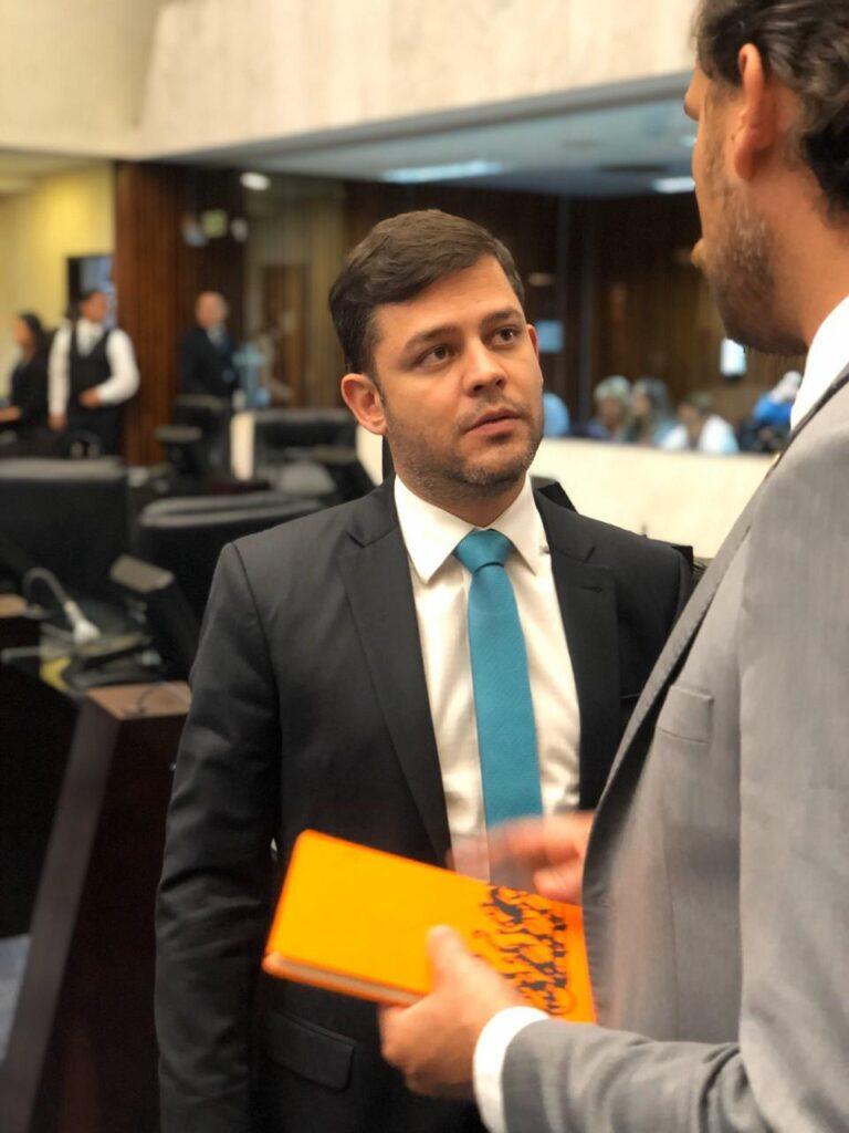 Atividades são retomadas na Assembleia Legislativa do Paraná