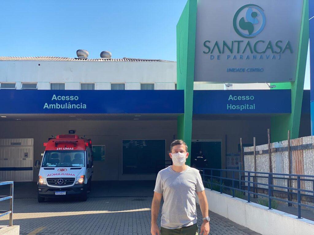 Tião Medeiros visita Santa Casa após entrega de novos respiradores