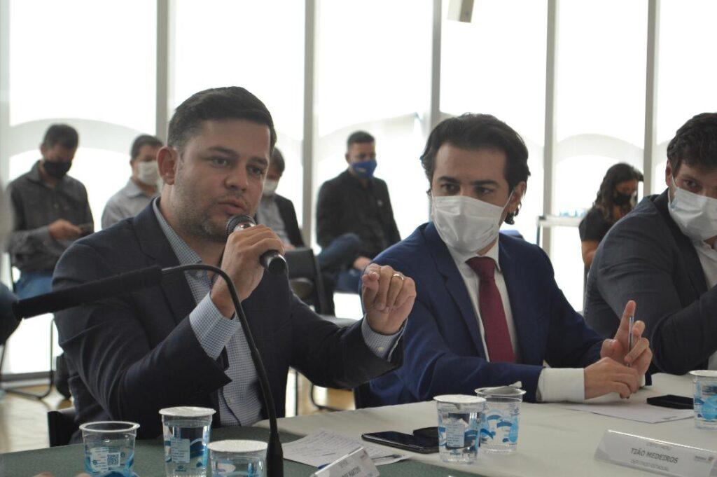 Tião Medeiros se reúne com prefeitos da Amunpar e representantes do Governo