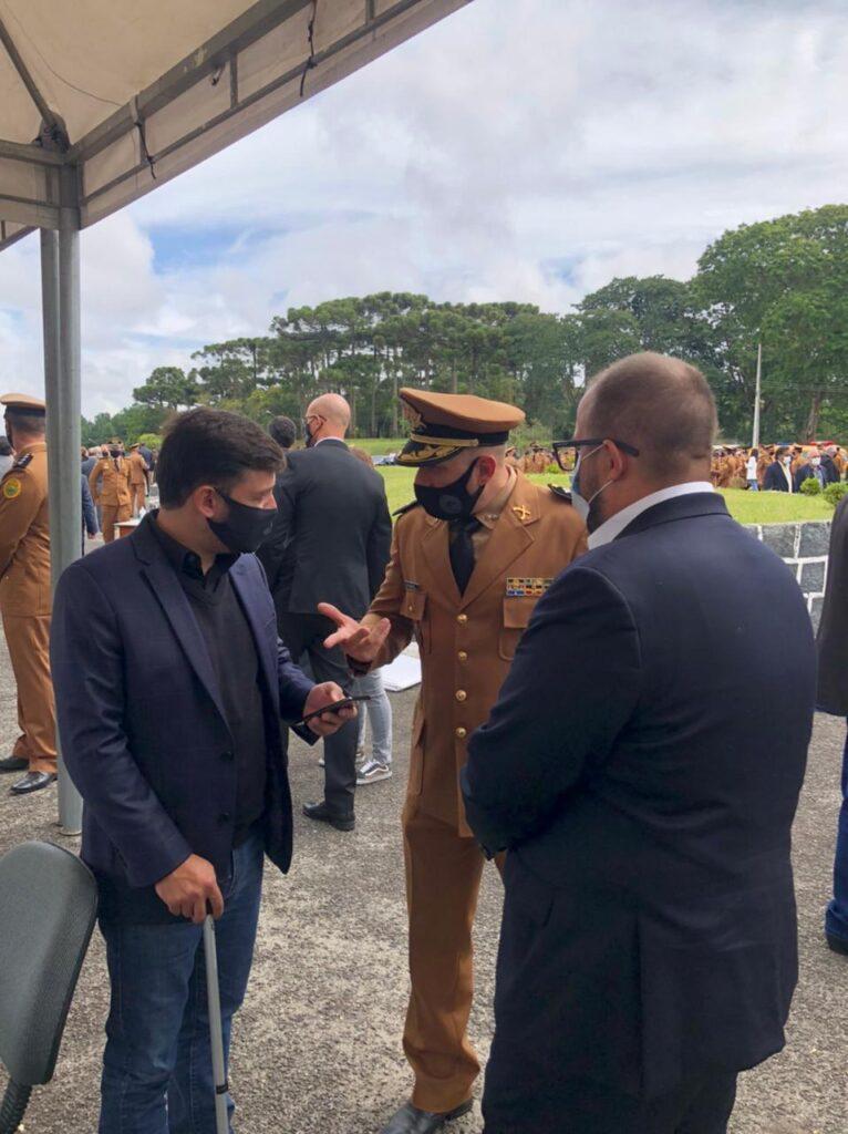 Deputado Tião Medeiros prestigia troca de comando da PMPR